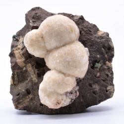 Thomsonite, Aurangabad District, Maharashtra, India.