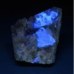Scheelite and calcite on muscovite - Xuebaoding Mts, Pingwu, Sichuan Prov., China
